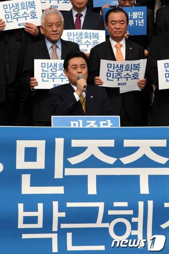 [사진]발언하는 전병헌 원내대표