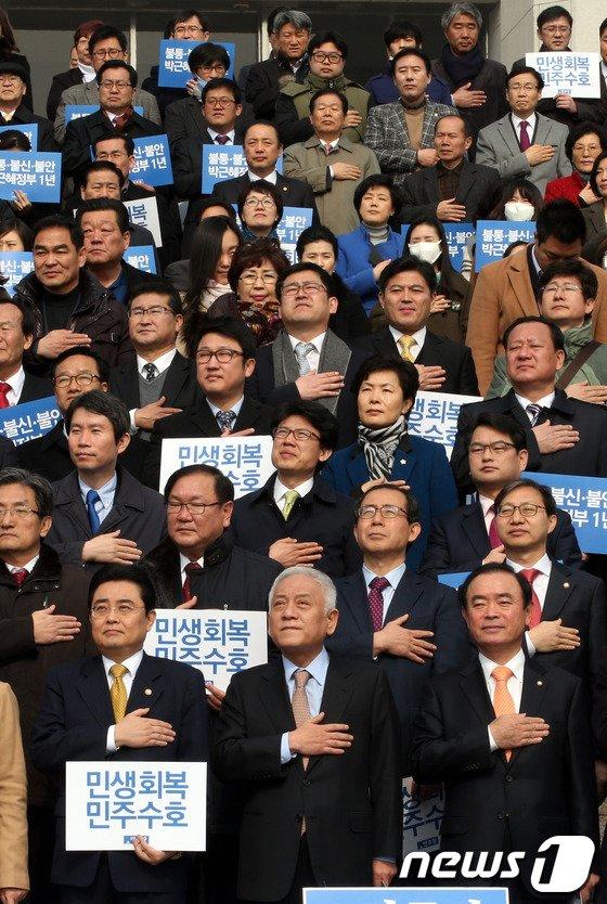 [사진]민주 '민생파탄-민주주의 후퇴 朴정부 1년'