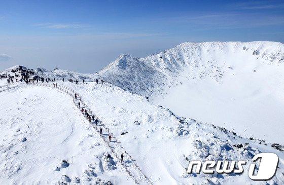 [사진]'한라산은 아직 겨울이에요'