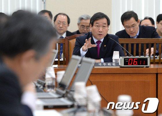 [사진]안행위 참석한 유정복 장관