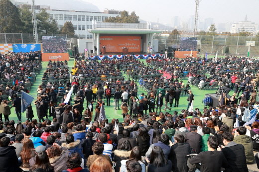 동국대학교 입학식에 참석한 학생 및 학부모. 사진제공=동국대학교