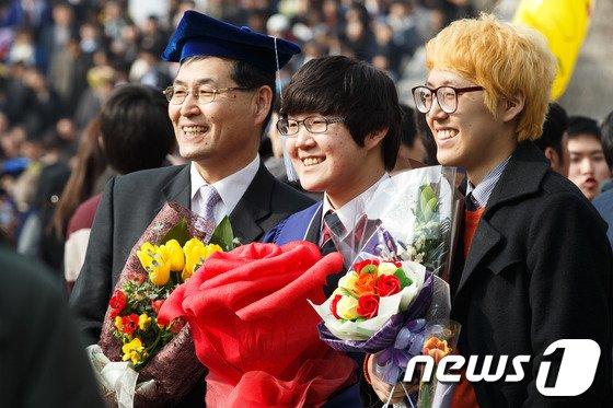 [사진]졸업식은 가족과 함께