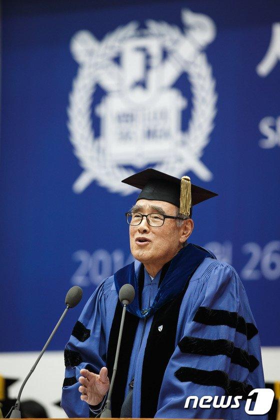 [사진]축사하는 이홍구 전 총리