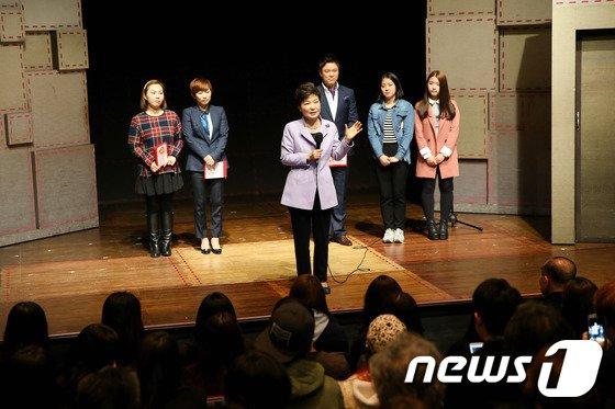 [사진]박 대통령, 창작 뮤지컬 관람 '창의성이 중요'