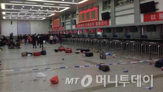 사건발생 직후 쿤밍 기차역 내부의 처참한 현장/사진=웨이보