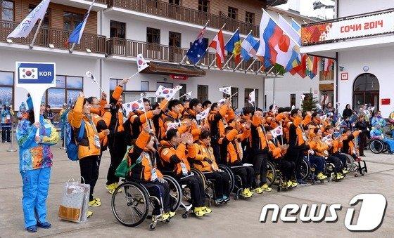 [사진]입촌식에서 환호하는 한국 선수들