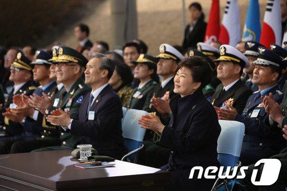 [사진]장교 합동 임관식 찾은 박 대통령