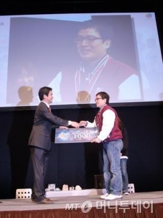 2011년 일본 아키하바라에서 열린 팡야 월드 챔피언십에서 3위에 오른 정 주임/사진제공=엔트리브소프트