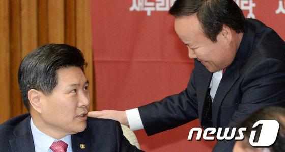 [사진]홍문종-김재원, '공천관리 대화'