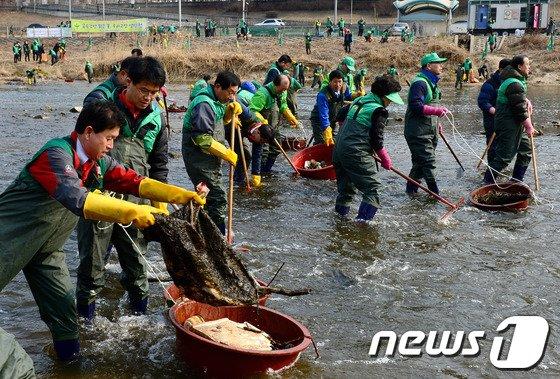[사진]'중랑천에 이런 쓰레기가?'