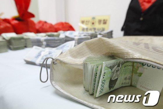 [사진]'돌아온 현금 다발'