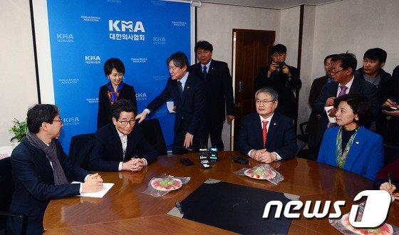 [사진]야당 보건복지위, 의협 찾아 소위원회 구성 제시