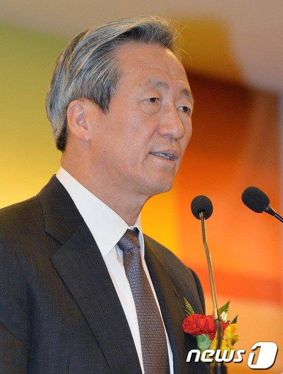 [사진]인사말하는 정몽준 의원