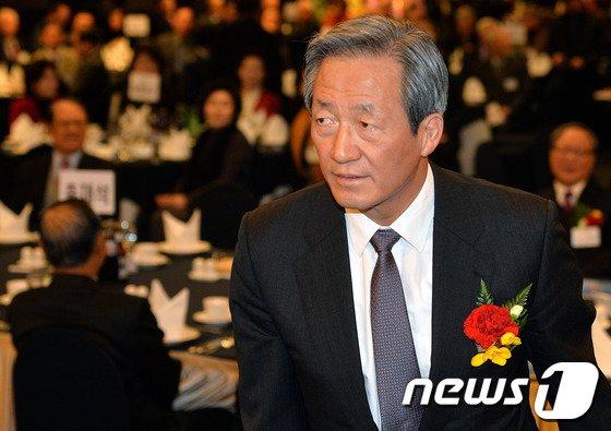 [사진]바쁜행보 이어가는 정몽준 의원