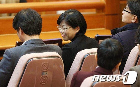 [사진]이정희 '웃고는 있지만'