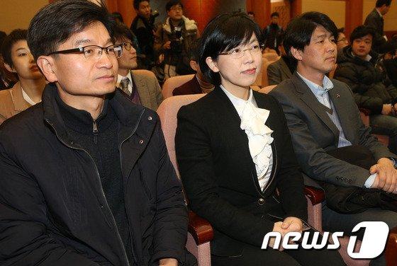 [사진]법정 바라보는 이정희