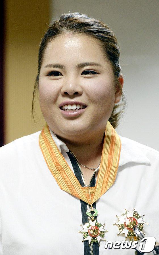 [사진]박인비 '체육훈장 미소'