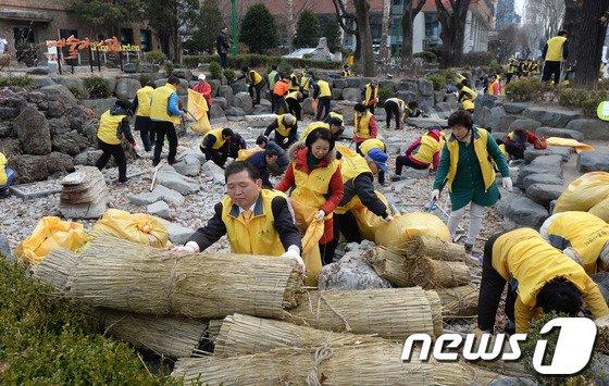 [사진]봄 맞이하는 대학로 실개천