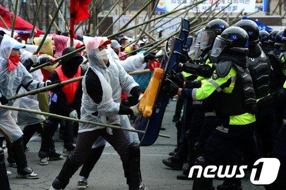 [사진]대규모 시위 예감?