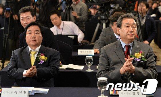 [사진]김무성-이석현, 매니페스토 정책선거 토론회 참석