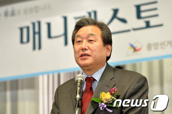 [사진]축사하는 김무성 의원
