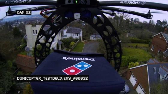 도미콥터를 통해 피자를 배달하는 영상 캡처