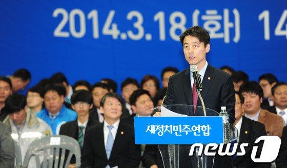[사진]창당대회에 인사말하는 송호창