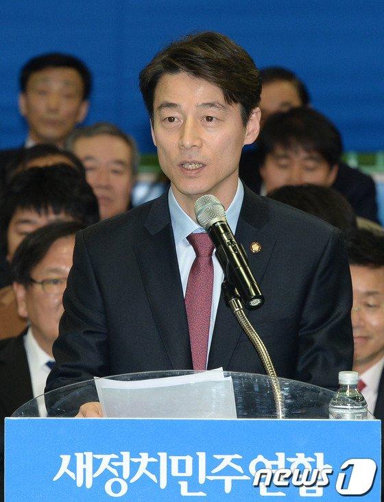 [사진]인사말하는 송호창