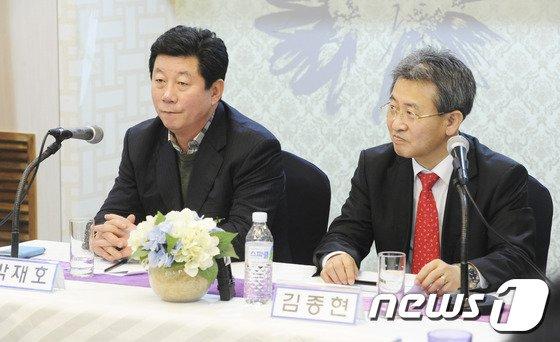 [사진]박재호, 김종현 '새정치민주연합 첫 연석회의'