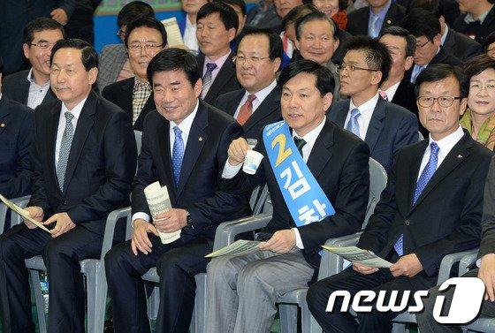 [사진]한 자리에 앉은 새정치연합 경기지사예비후보
