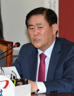최경환 새누리당 원내대표. 2014.3.20/뉴스1 © News1   박철중 기자