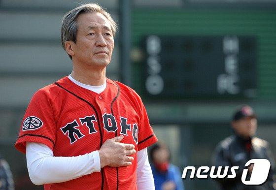 [사진]정몽준 의원 '오늘은 야구인으로...'