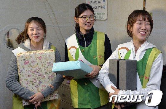 [사진]쇼트트랙 미녀들 '밝은 미소의 봉사활동'