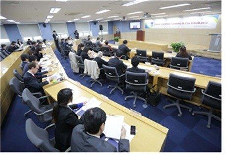 경희대-홍콩과학기술대가 공동 개최한 '2013 HEPA 포럼'.(경희사이버대학교 제공)© News1