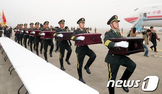 [사진]인도되는 6.25전쟁 중국군 유해
