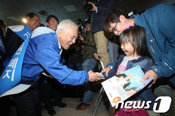 [사진]'서명운동도 선거운동처럼'