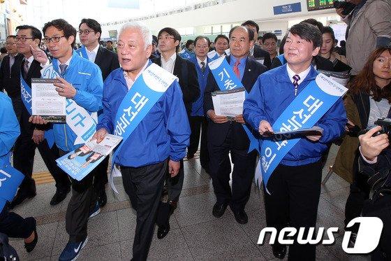 [사진]'기초공천 폐지' 거리로 나선 김한길-안철수