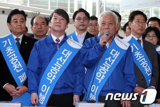 [사진]정당공천 폐지운동 나서는 김한길-안철수