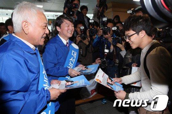 [사진]기초공천 폐지 호소하는 김한길-안철수