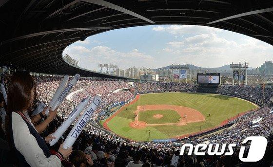 [사진]잠실 개막 2연전 모두 매진, 반가운 야구