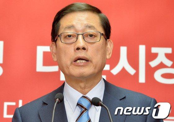 [사진]김황식 '기필코 승리하겠다'