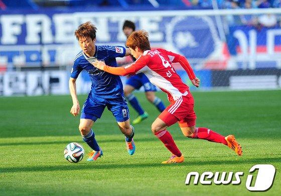 [사진]김두현, '축구는 땀흘리면서'