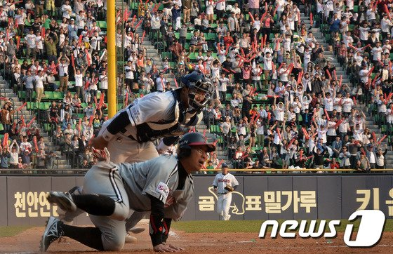 [사진]화끈한 공격야구 '야구팬들 신났다'