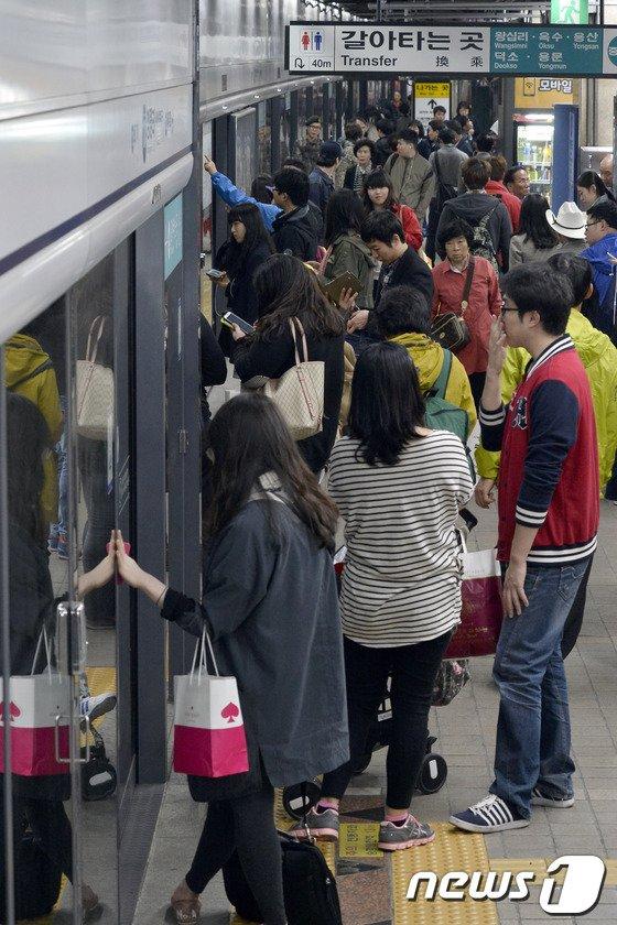 [사진]'지하철 언제 오려나'