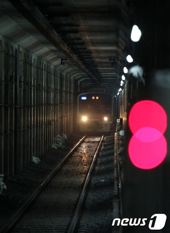 [사진]지하철 1호선 '빨간불'