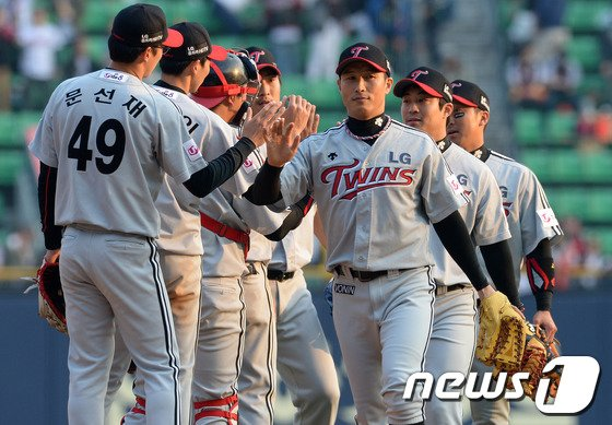 [사진]LG '개막전 설욕 신바람 야구 시작'