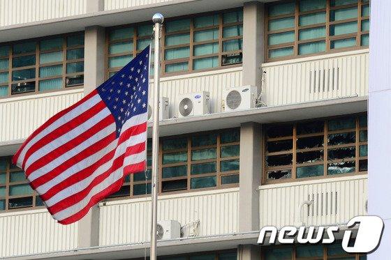 [사진]美대사관 화재…인명피해 없어