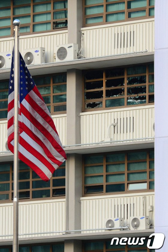 [사진]주한美대사관 불…인명피해 없어
