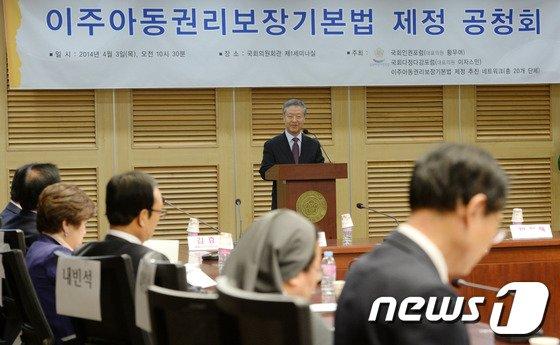 [사진]환영사하는 김준식 공동대표