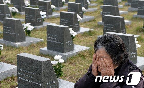 [사진]4·3희생자유가족 '마르지 않는 눈물'